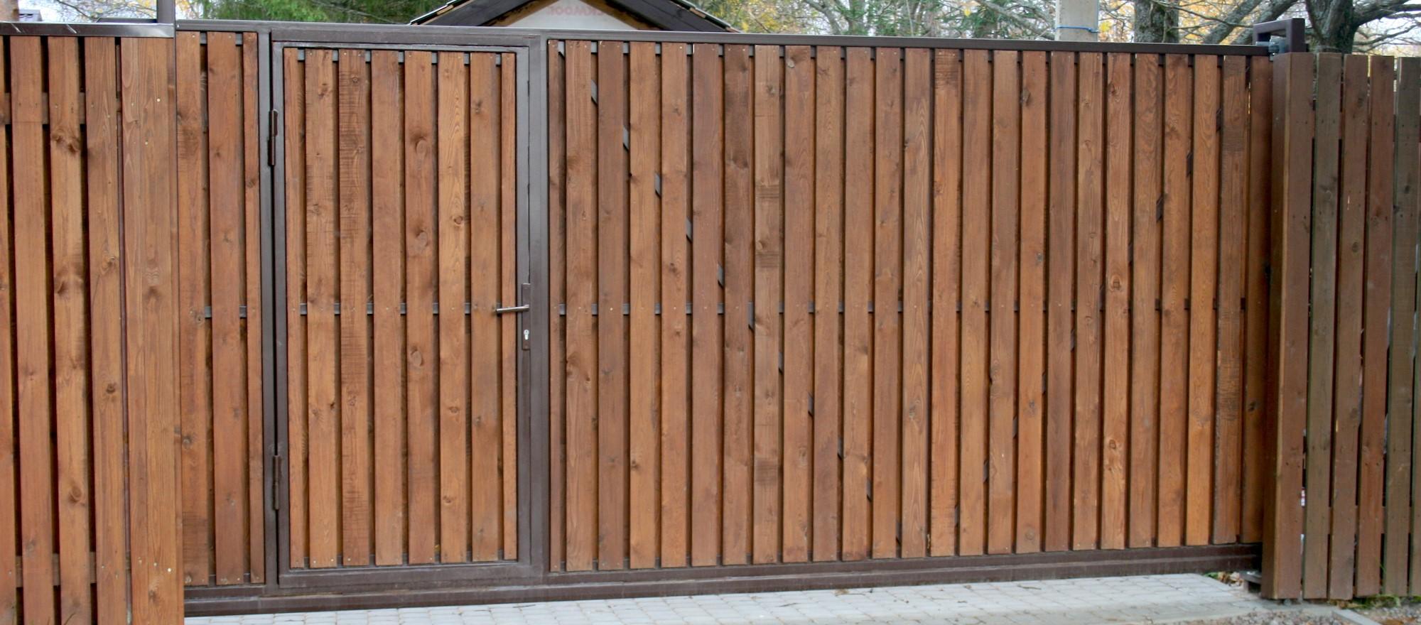 Откатные деревянные ворота фото